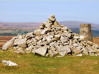 Dartmoor tour - Cairn at Hambledown